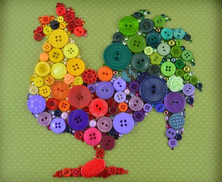 Яркий разноцветных петух из пуговиц
