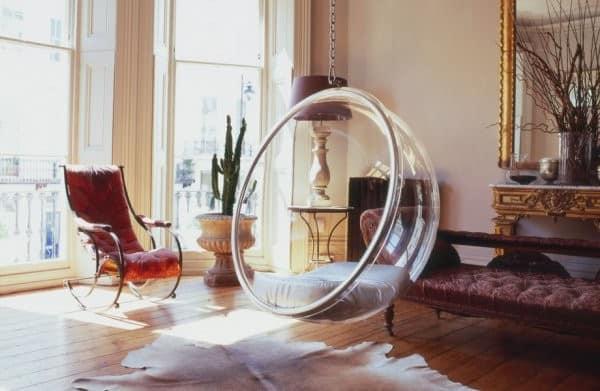 Кресло bubble похоже на мыльный пузырь, застывший в воздухе