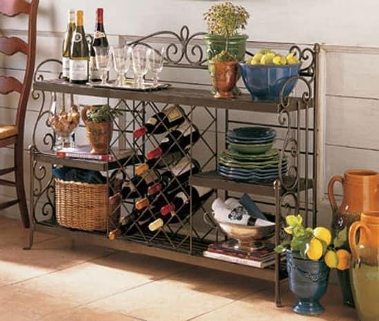 В самой маленькой кухне найдется место для стеллажа