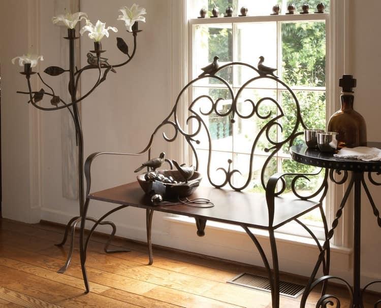 Кованая мебель красиво смотрится в любом интерьере