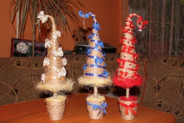 Забавные новогодние елки из шпагата и лент