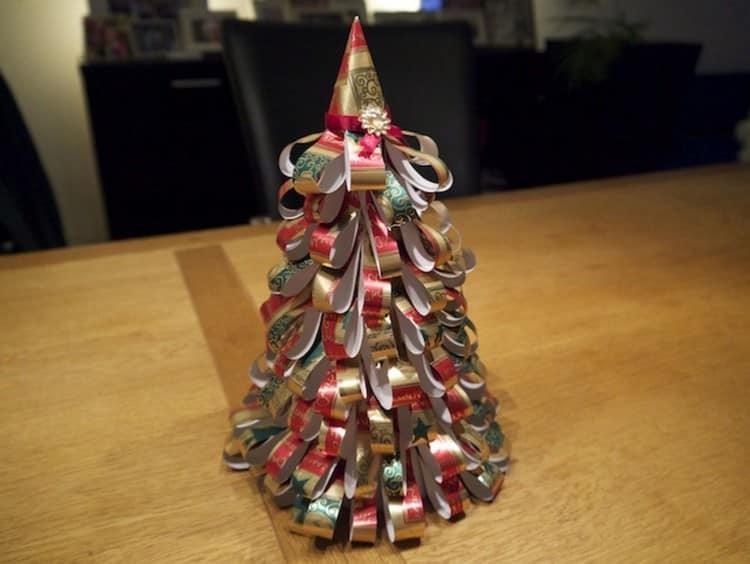 Самодельная елка из оберточной бумаги
