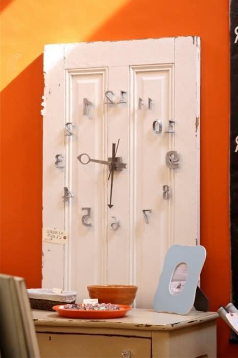 Часы из двери