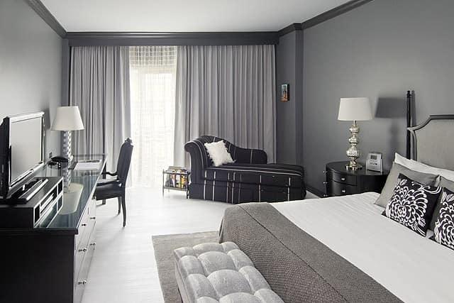 Удачное сочетание черной мебели в интерьере