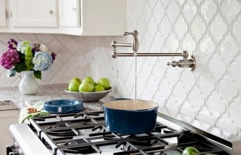 Ромбы на кухне в нейтральных тонах