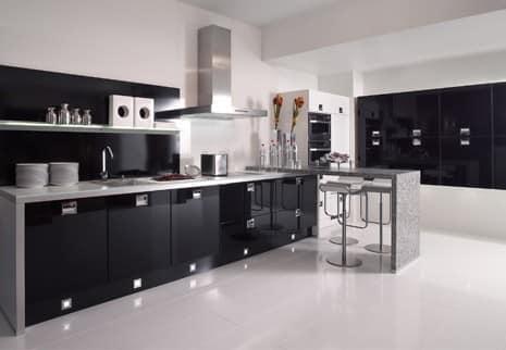 Черные кухни не только красивы, но и практичны