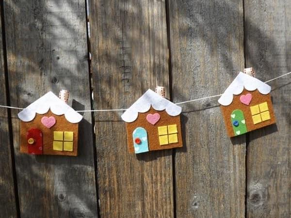 Фетровая гирлянда из пряничных домиков