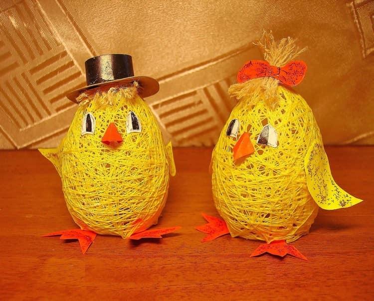 Забавные цыплята из шариков и ниток