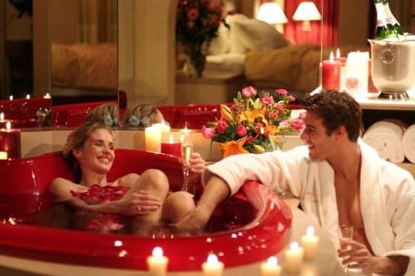 Релаксация в ванной и СПА салон дома - почему бы просто не провести время вместе?
