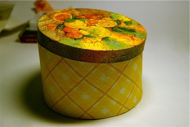 Декорируем с помощью губки и краски