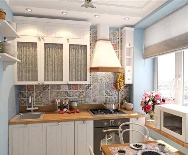 Размещение стола на кухне маленького дома