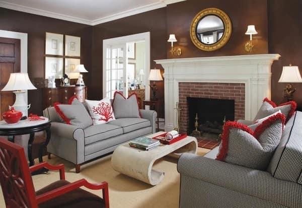 Серо-коричневая гостиная с добавлением красного и белого цвета