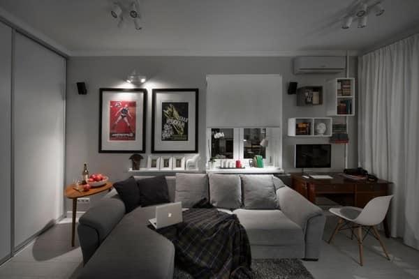 Серый - как базовый цвет в дизайне современной гостиной и яркие постера на стене