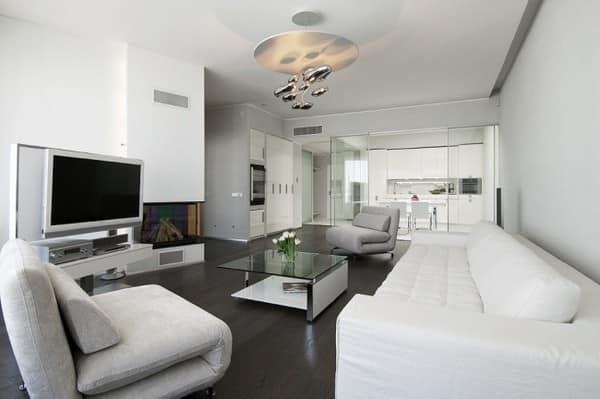Светлая и просторная бело-серая гостиная