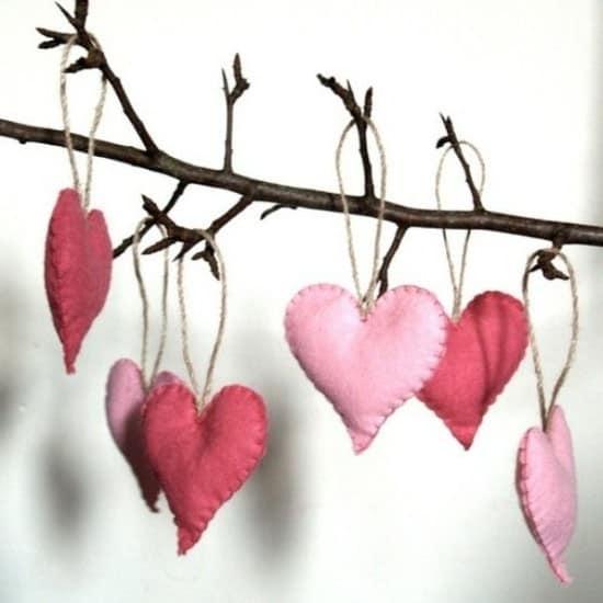 Листочки из сердечек на ветке