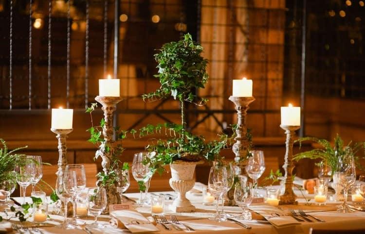 Праздничная сервировка стола с использованием свечей