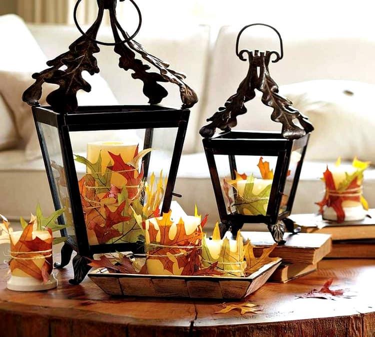 Осенний декор квартиры с помощью свечей и кленовых листьев