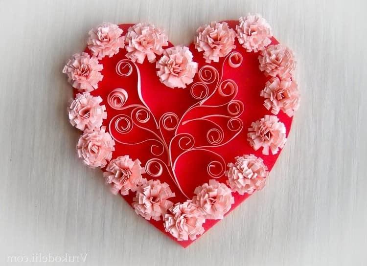 Валентинка-сердечко из бумажных цветов
