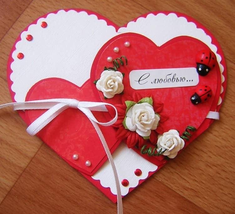 Простая бумажная открытка-валентинка из сердечек