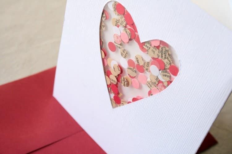 Валенкинка-открытка с конфети (просто приклейте изнутри прозрачный пакет с бумажным конфети)