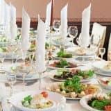 Как украсить стол на день рождения: яркие идеи для праздника (38 фото)