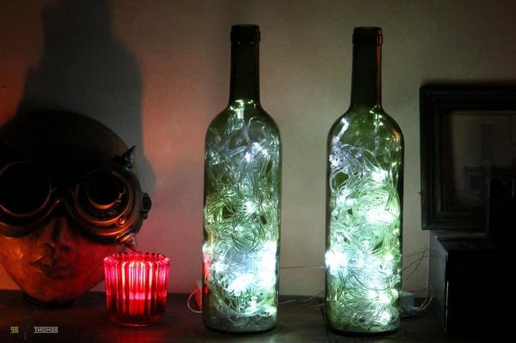 Оригинальные светильники из гирлянды и стеклянной бутылки