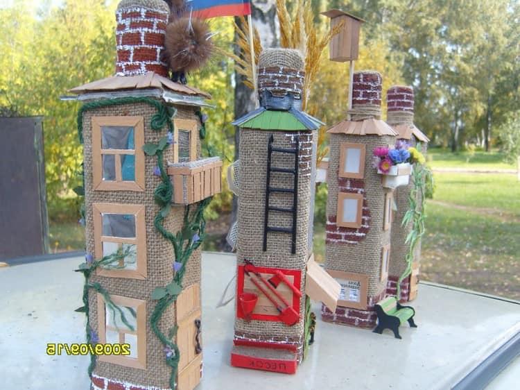 декоративные домики из бутылок, мешковины и картона