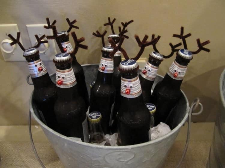 Новогодний декор пивных бутылок рожками - в виде оленей