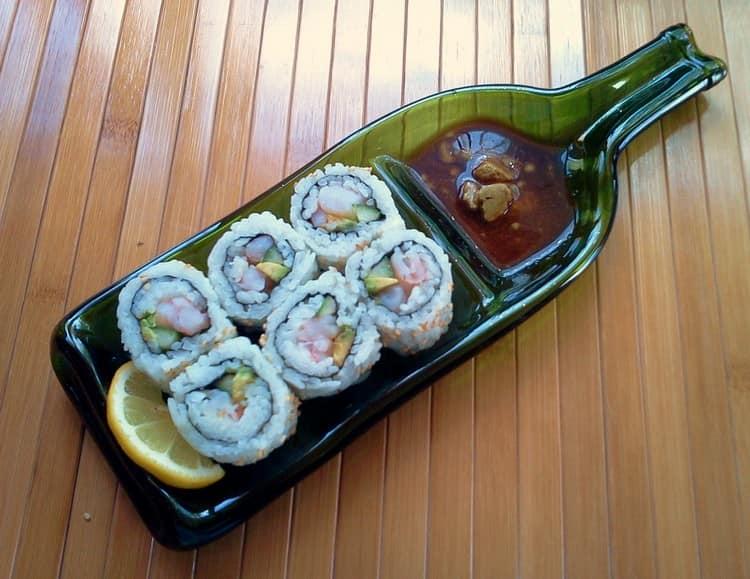 Тарелка для суши из бутылки от вина