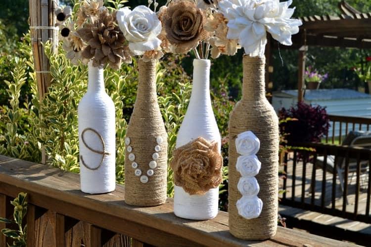 Декоративные вазы из бутылок, бечевки и мешковины
