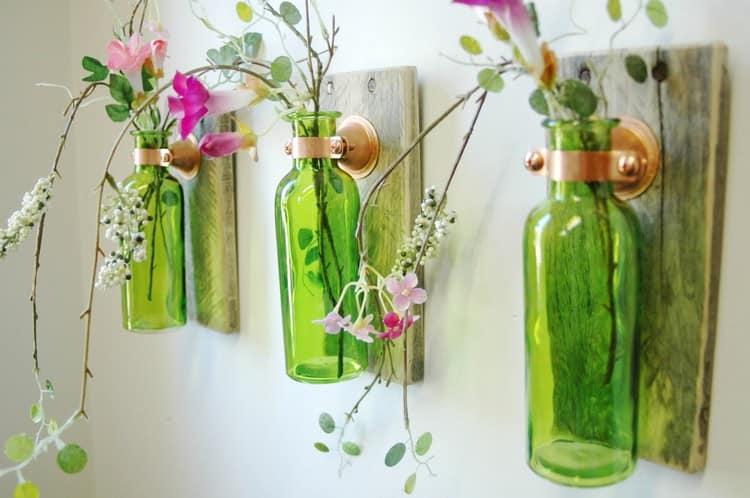 Делаем настенные вазы из стеклянных бутылок своими руками