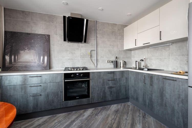 Элегантный дизайн кухни в серых тонах