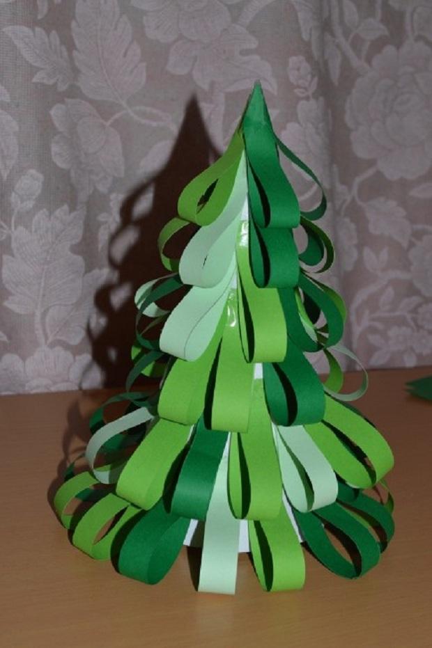 мини елка из зеленой бумаги