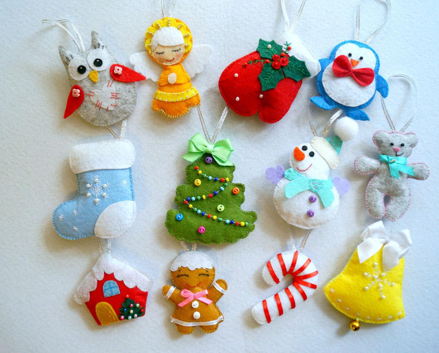 новогодние игрушки на елку из фетра