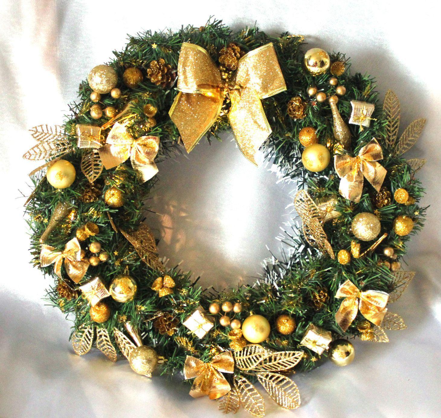 новогодний венок с золотыми бантами