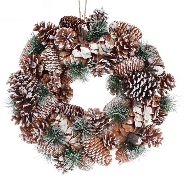 новогодний венок с сосновыми и еловыми шишками