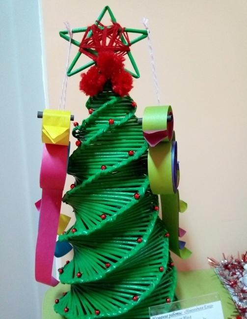 поделка елка из пластиковых трубочек