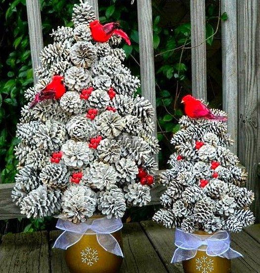серебрянные елки из шишек 2