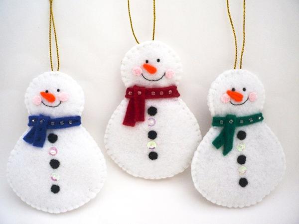 снеговики из фетра