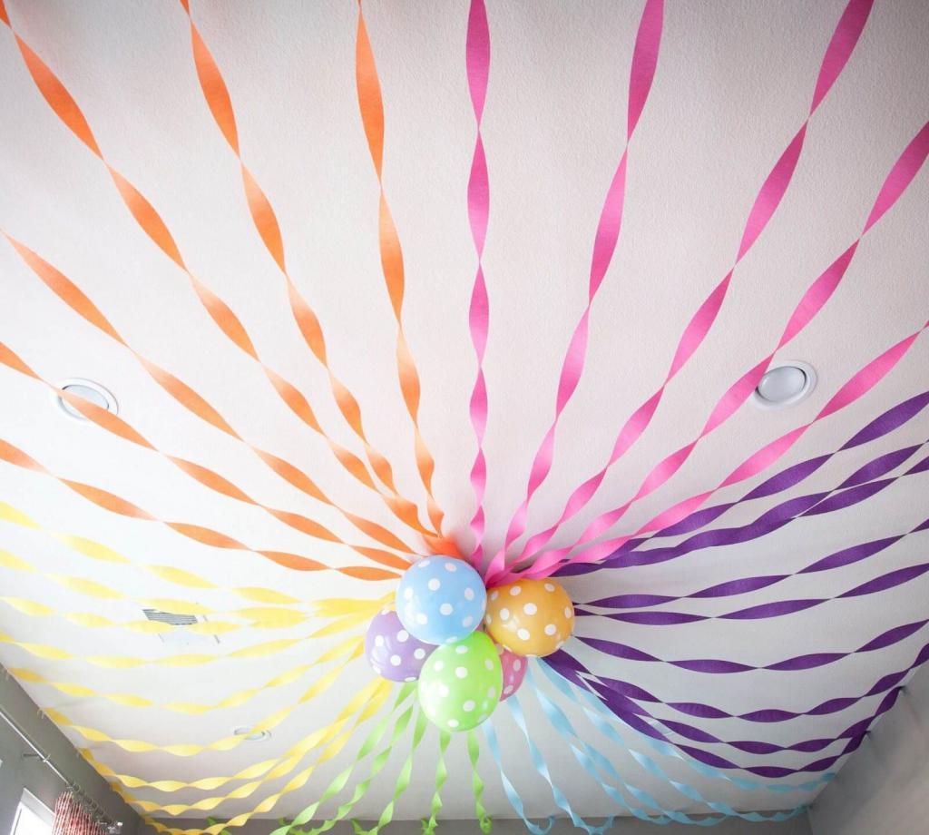 декорирование гирляндой из гофрированной бумаги