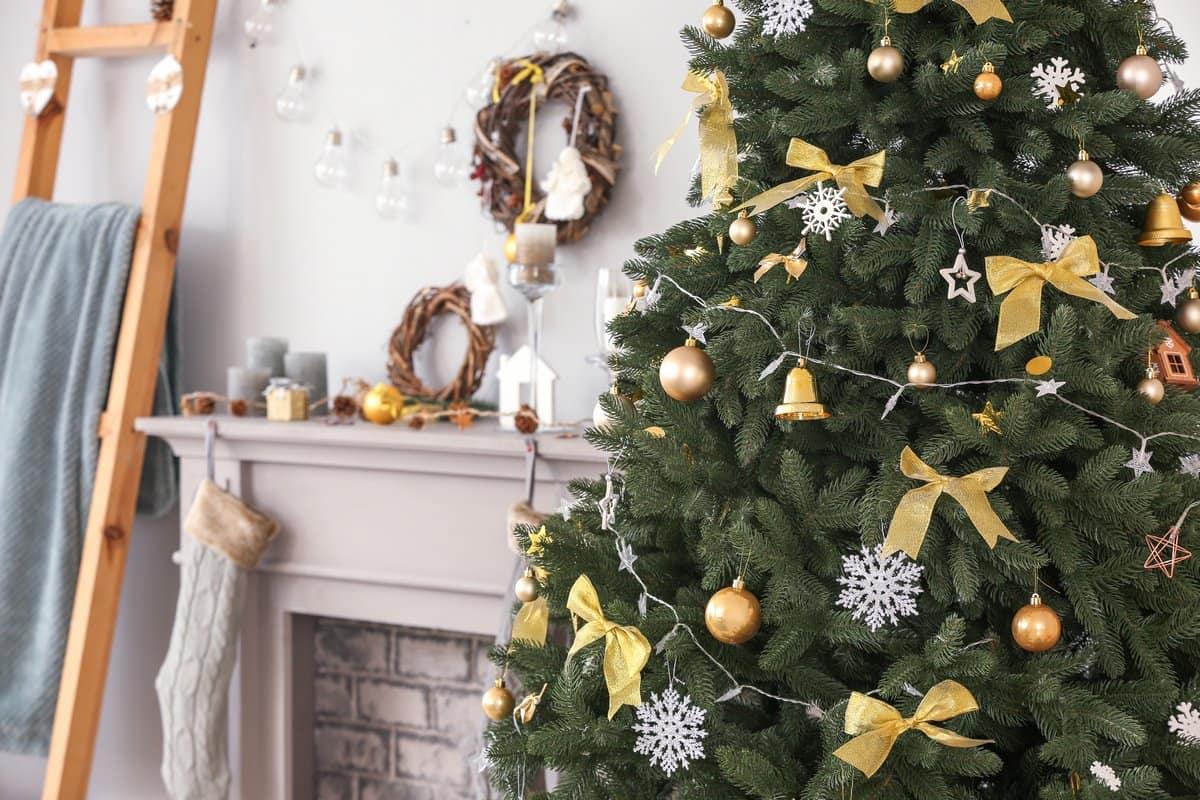 украшенная елка скандинавский стиль