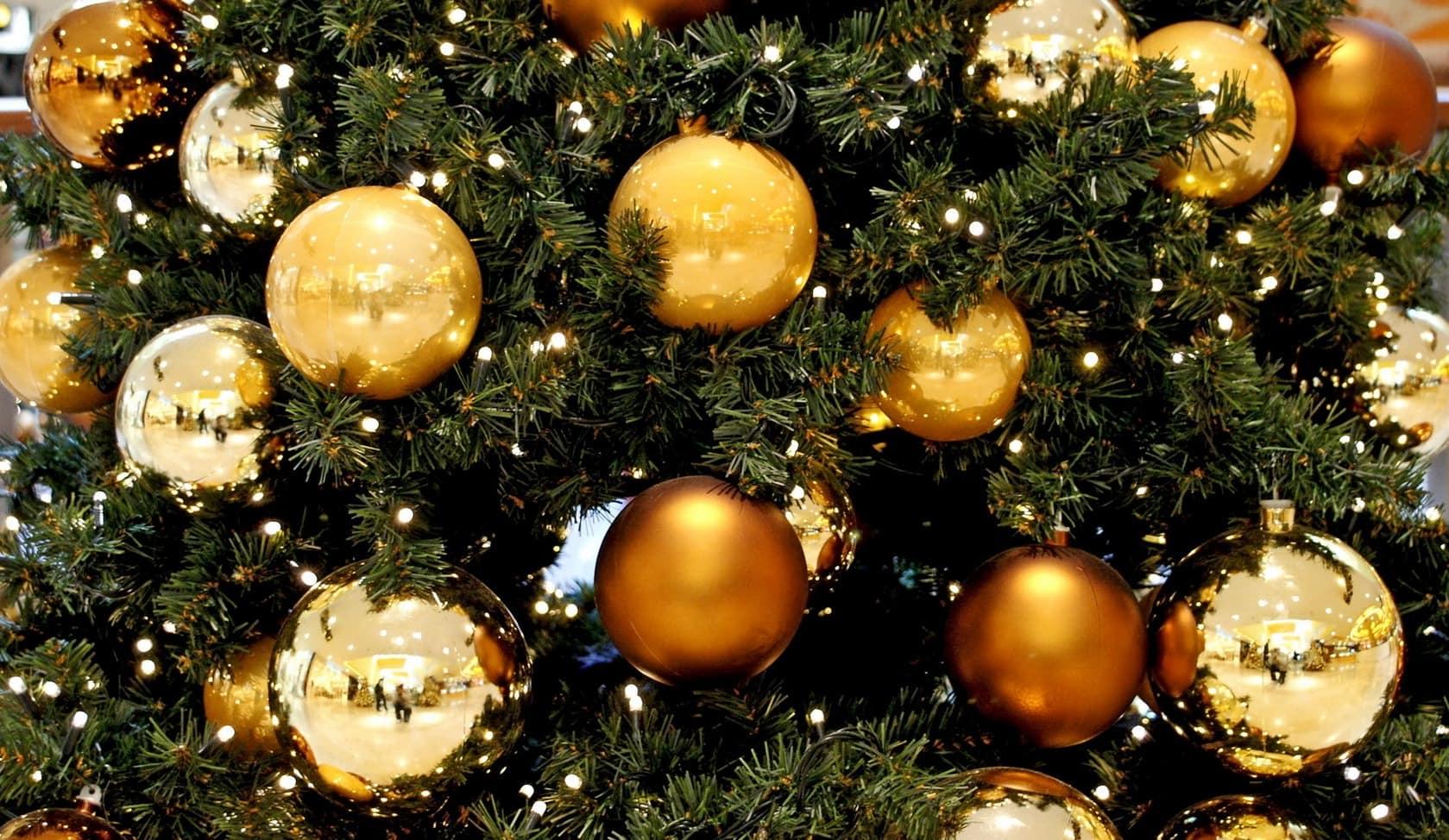 украшение для елки шарами