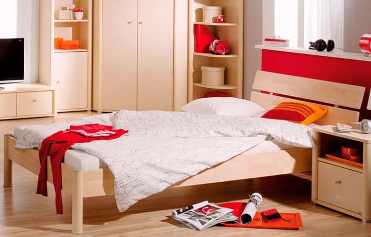 Кровать в комнату подростка