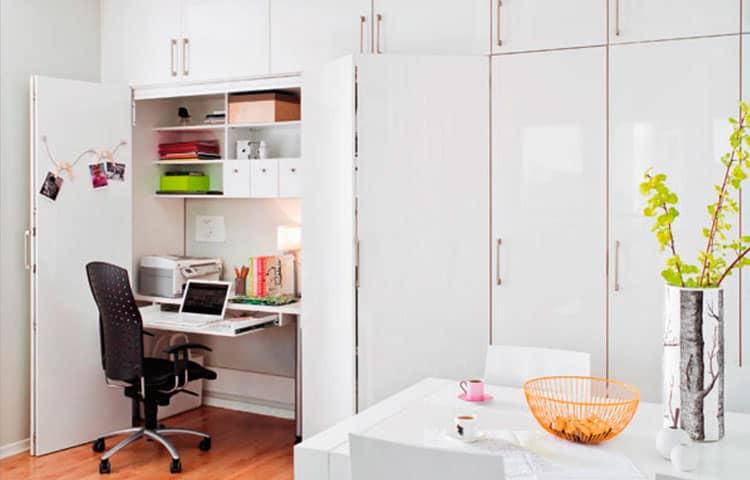 Домашний офис в шкафу