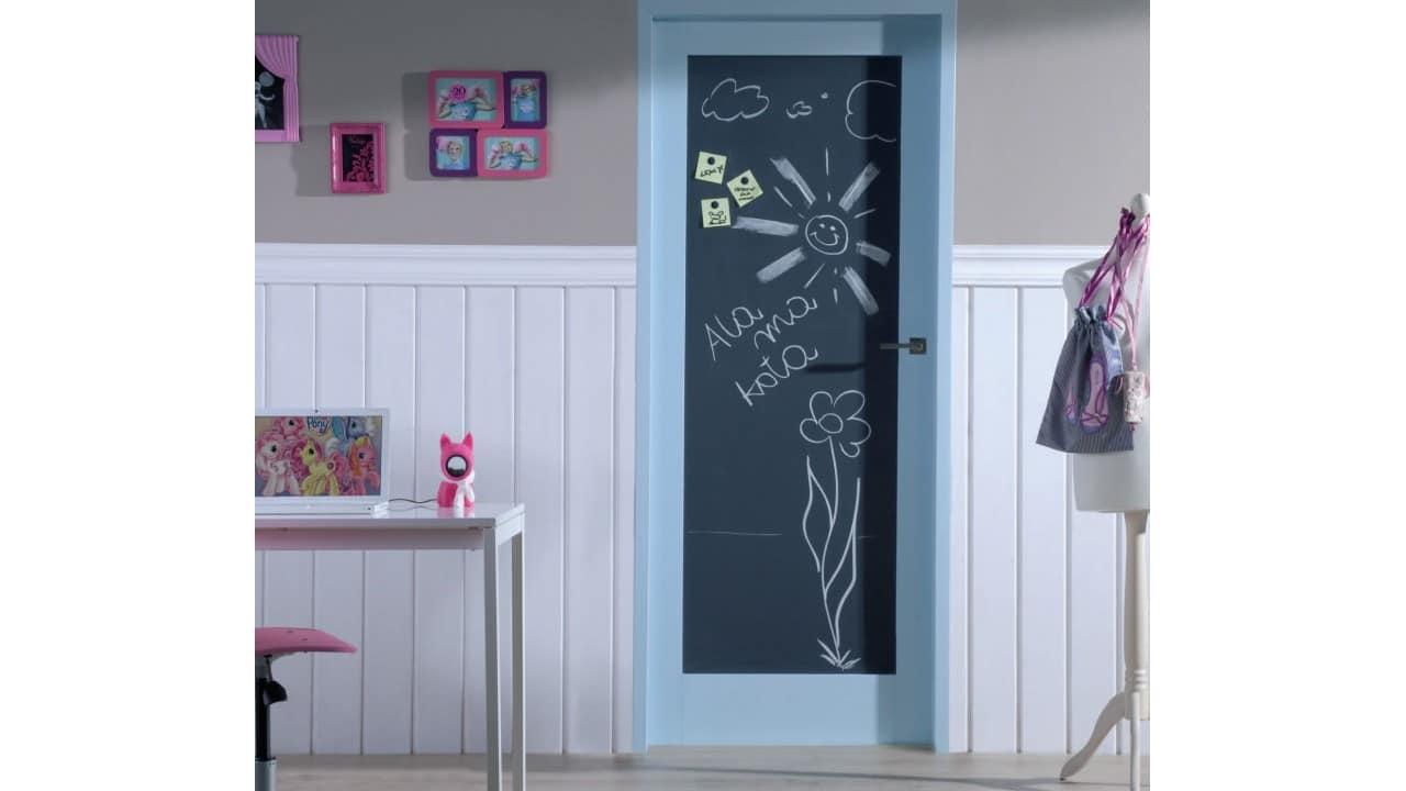 декор двери детской комнаты