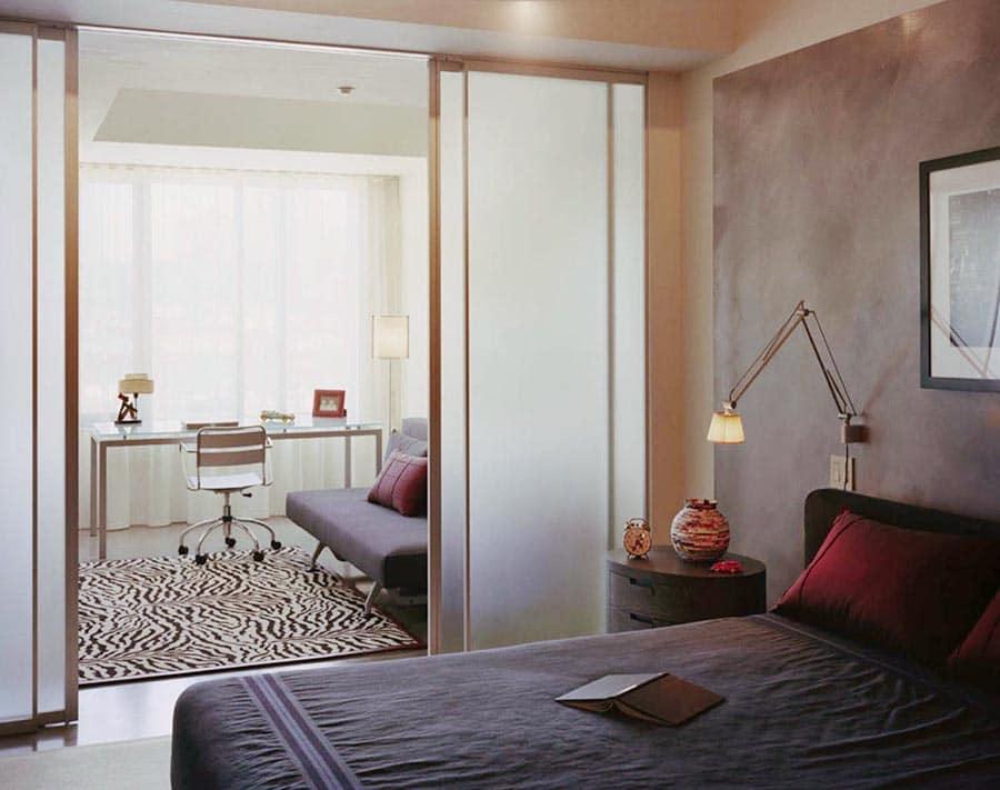 Зонирование комнаты раздвижными дверями