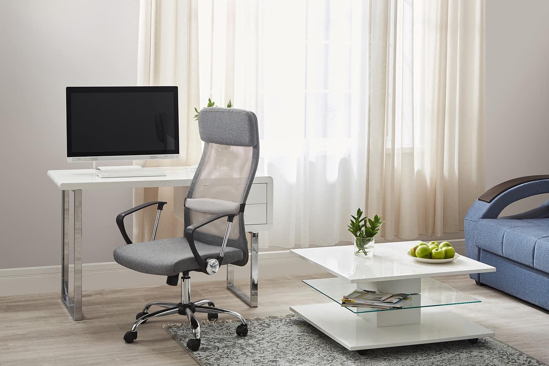 офисное кресло в домашнем интерьере