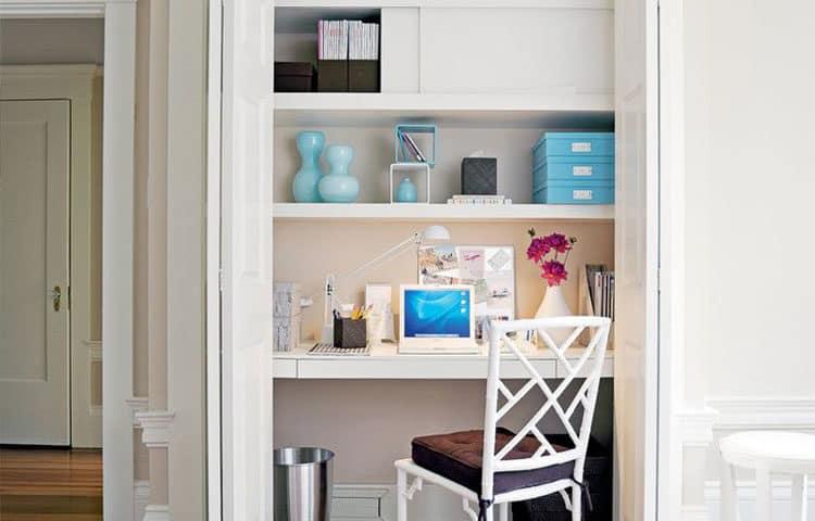 Рабочий стол в шкафу